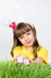 Flicka med ägg för easter Royaltyfria Foton