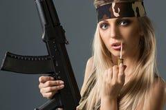 Flicka med armar Royaltyfri Fotografi