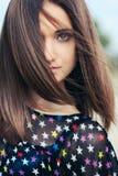 Flicka med att fladdra för hår Royaltyfri Fotografi