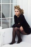 Flicka med avantgardefrisyren Fotografering för Bildbyråer