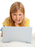 Flicka med bärbar dator Arkivbilder