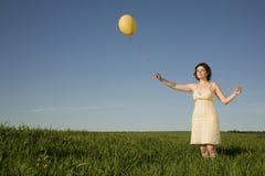 Flicka med ballongen Royaltyfri Fotografi