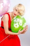 Flicka med ballonger Royaltyfri Foto