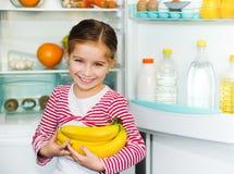 Flicka med bananer Fotografering för Bildbyråer