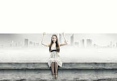 Flicka med banret Fotografering för Bildbyråer