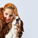 Flicka med beaglet Arkivbild