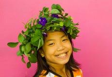 Flicka med blommakronan Royaltyfria Bilder