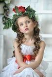 Flicka med blommor arkivfoton
