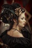 Flicka in med blommor i hennes hår Royaltyfria Bilder