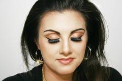 Flicka med brun ögonmakeup, skönhetflicka, royaltyfri fotografi