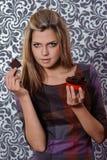 Flicka med choklad Arkivbild