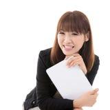 Flicka med datorminnestavlan arkivbild