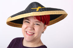 Flicka med den asia hatten Arkivbilder