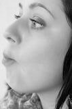 Flicka med den börs munnen Royaltyfri Foto