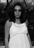 Flicka med den smutsiga framsidaståenden Royaltyfria Foton