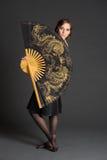 Flicka med den stora kinesiska fanen Arkivfoton