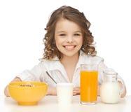 Flicka med den sunda frukosten Fotografering för Bildbyråer