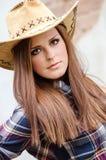 Flicka med den västra hatten Royaltyfri Foto