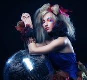 Flicka med diskobollen Royaltyfria Bilder