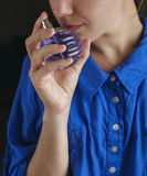 Flicka med doft arkivfoto