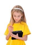 Flicka med e-boken Arkivbilder