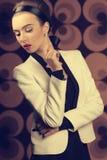 Flicka med elegant gammal modestil Royaltyfria Foton
