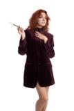Flicka med en cigarett i munstycke Arkivbild