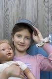 Flicka med en docka Arkivbilder