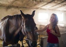 Flicka med en häst Royaltyfria Foton