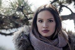 Flicka med en halsduk Royaltyfria Foton