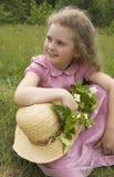 Flicka med en kvist av jasmin Arkivfoto