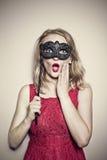 Flicka med en maskering Fotografering för Bildbyråer