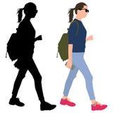 Flicka med en telefon och en ryggsäck Royaltyfri Fotografi