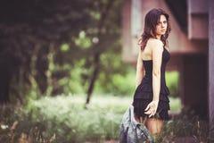 Flicka med ett grov bomullstvillomslag Royaltyfria Foton