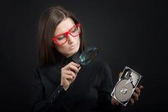 Flicka med ett hårddiskdrev Fotografering för Bildbyråer