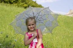 Flicka med ett sommarparaply Royaltyfria Foton