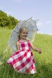 Flicka med ett sommarparaply Royaltyfri Foto