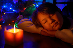 Flicka med ett stearinljus Royaltyfri Bild