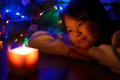 Flicka med ett stearinljus Royaltyfria Foton