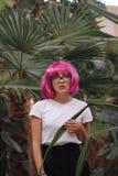 Flicka med exponeringsglas Arkivbild