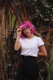Flicka med exponeringsglas Arkivfoto