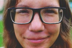 Flicka med exponeringsglas Royaltyfri Foto
