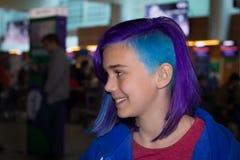 Flicka med extremt hår Arkivfoto