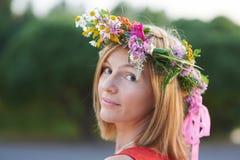 Flicka med flowers3 Arkivfoto