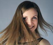 Flicka med flyghår Arkivfoto