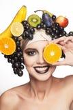 Flicka med frukt Royaltyfri Fotografi