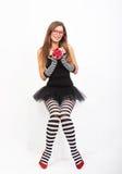 Flicka med gåvaasken Fotografering för Bildbyråer