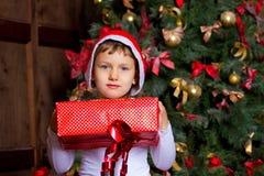 Flicka med gåvor fotografering för bildbyråer