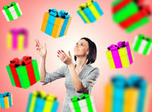 Flicka med gåvor Arkivfoto