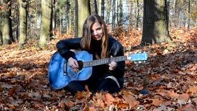 Flicka med gitarren arkivfilmer